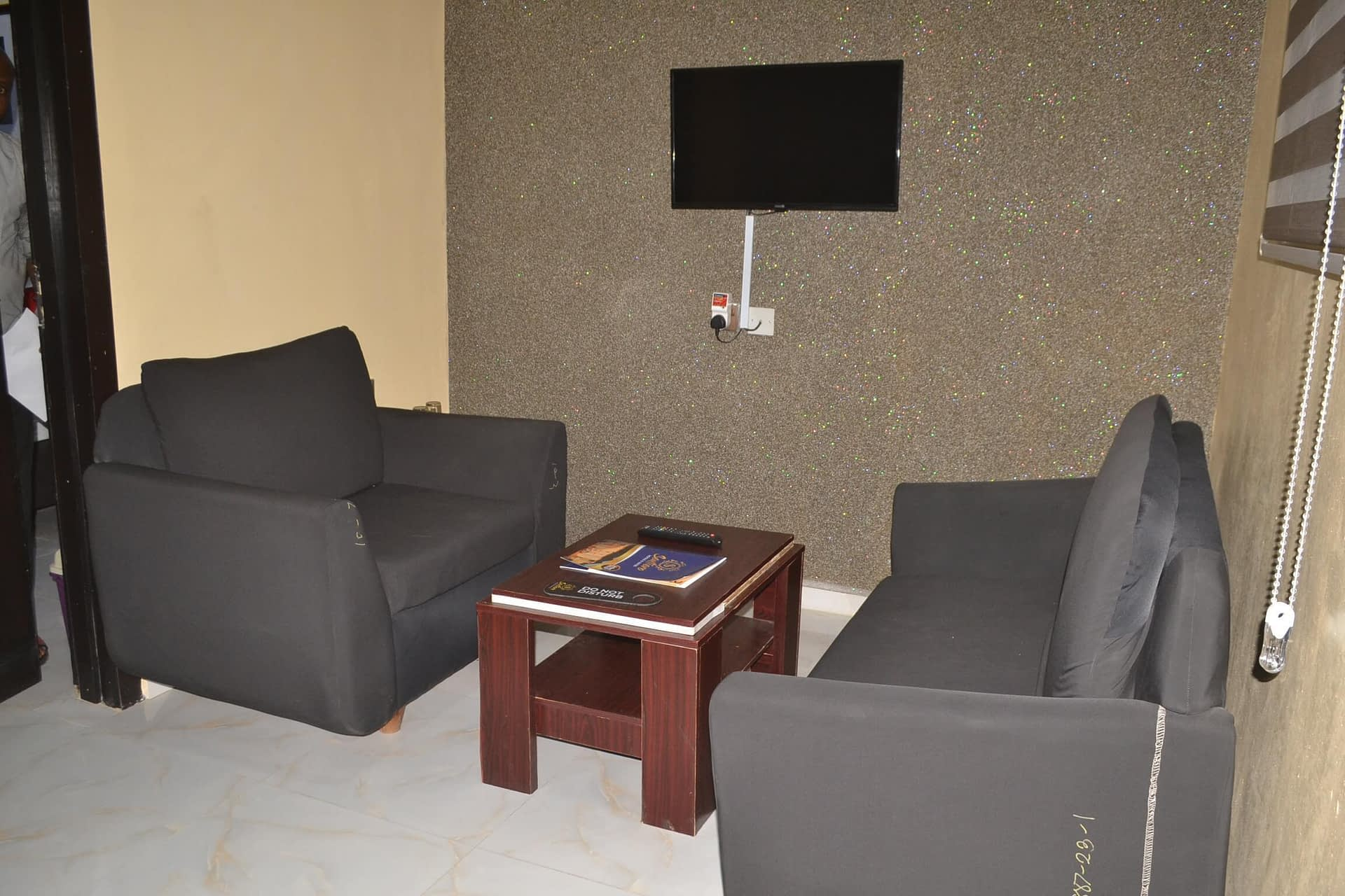 BUSINESS SUITE ROOMS